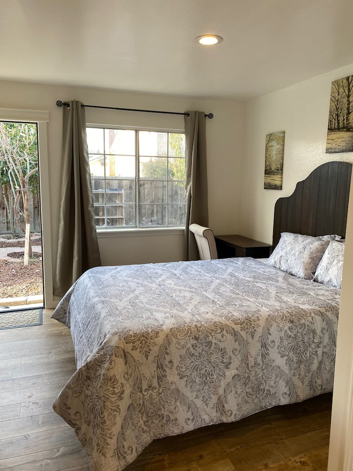 Cozy room with private bathroom and private entry