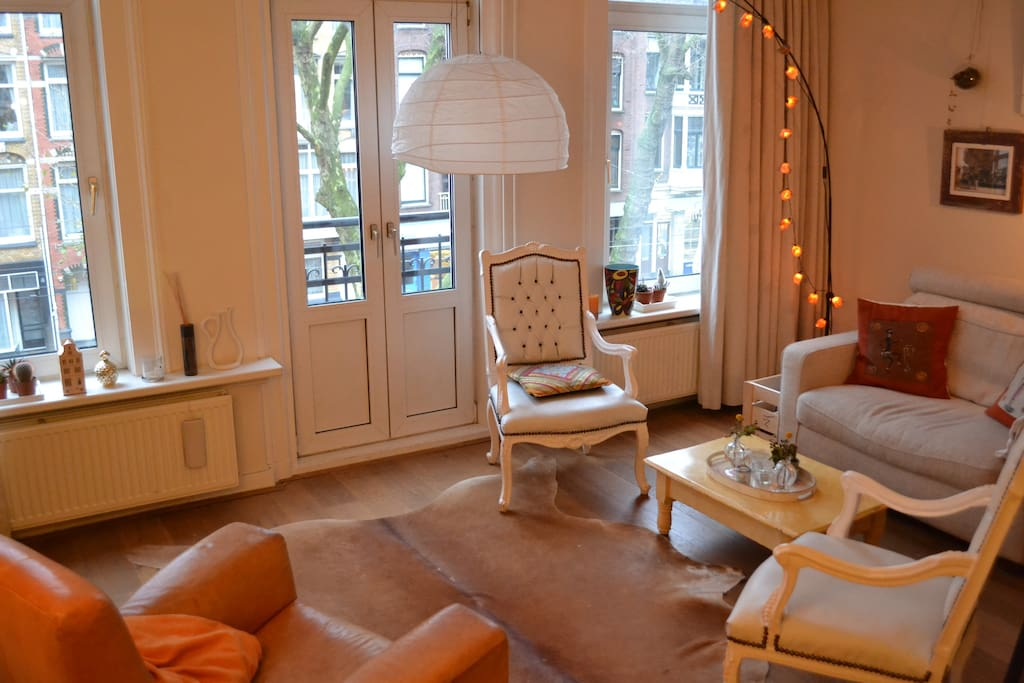 Cosy and bright livingroom with a french balcony