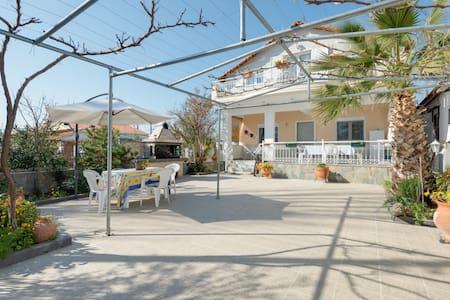 Beautiful Villa 2min from the Beach - Halkidiki