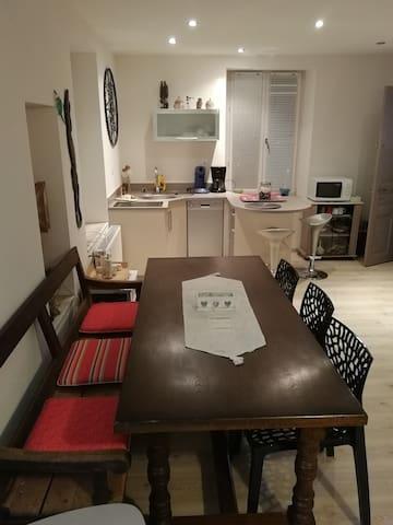 studio entrée indépendante dans maison de campagne
