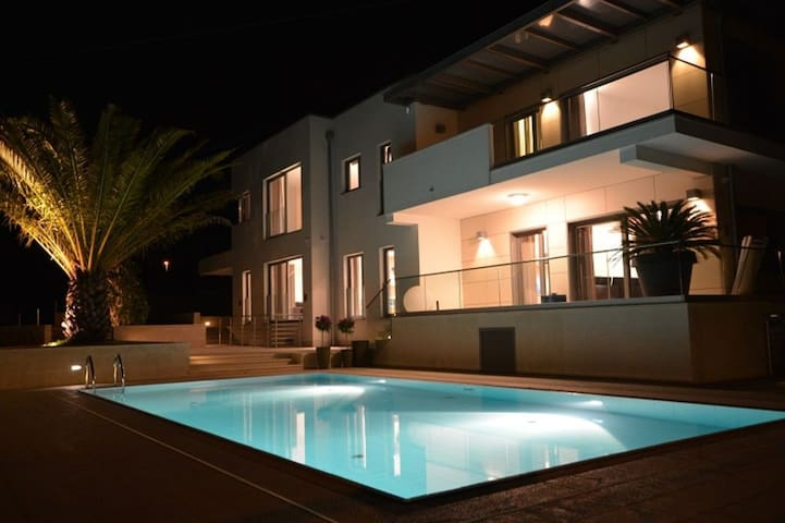 Luxury Villa Valsavia - Apartment Monsena