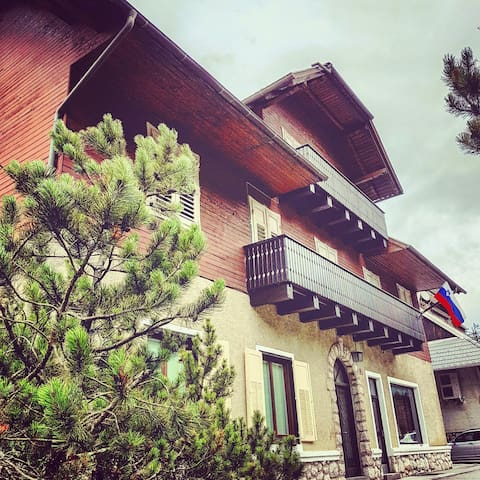 Vila Koman, Mountain retreat and getaway - Jezersko - Bed & Breakfast