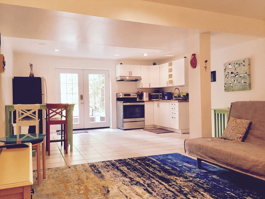 Artistic Lower Level Apartment In Bethesda Apartments For Rent In Bethesda Maryland United