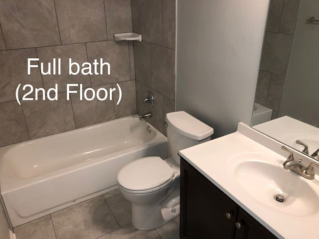 Renovated, 3-bedroom, south lincoln, pet-friendly