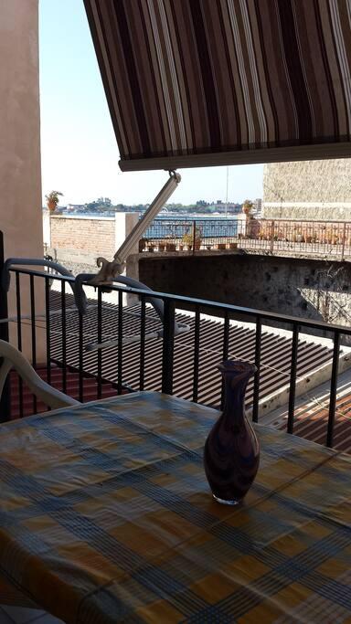 Balcone con vista baia di Naxos