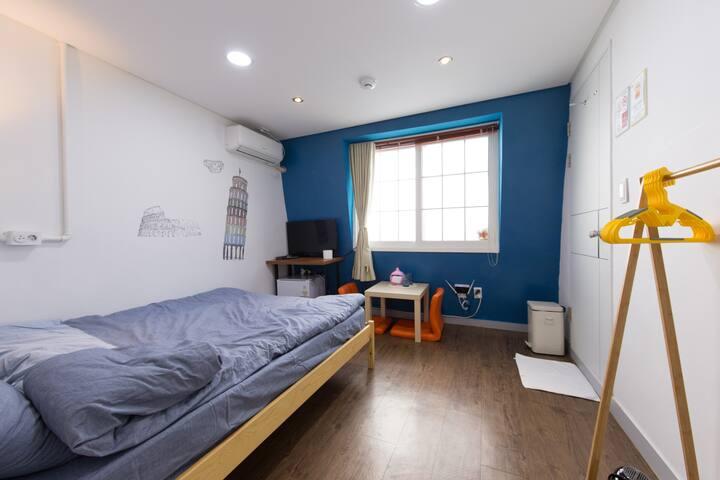 Log-Inn*^_^*Sunshine Double Room(PrivateBath)303