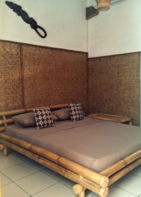 Studio room in Gili Trawangan: Mama J's Cinammon Studio / BEDROOM:  equipped with AC and fan.