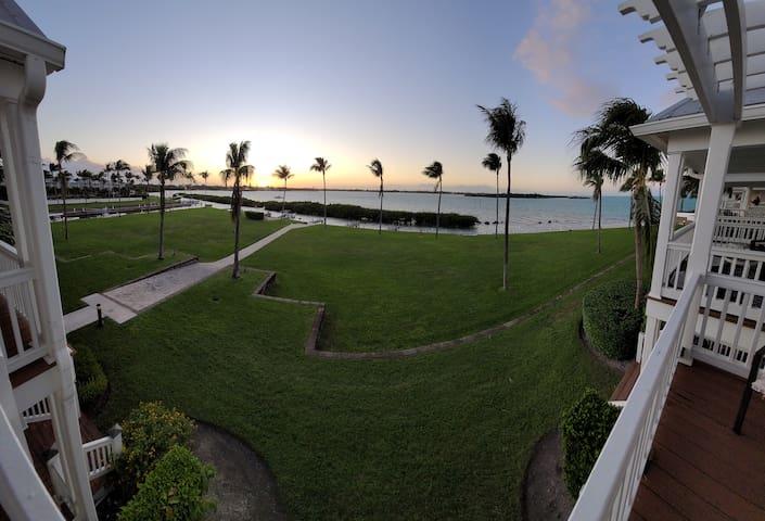 Marlin House (52): Luxury 3/3 Villa w/ Dock, Pool