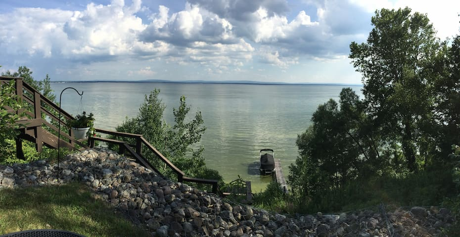 Serene Oneida Lake Lakefront Oasis: Amazing views!