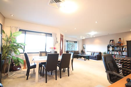 Room available in peaceful quiet Sydney suburb