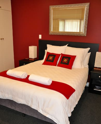 The River House Launceston - Riverview Apartment - Dilston - Bed & Breakfast