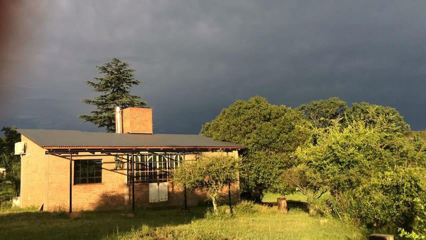 Casa de campo a una cuadra del río en Flor Serrana