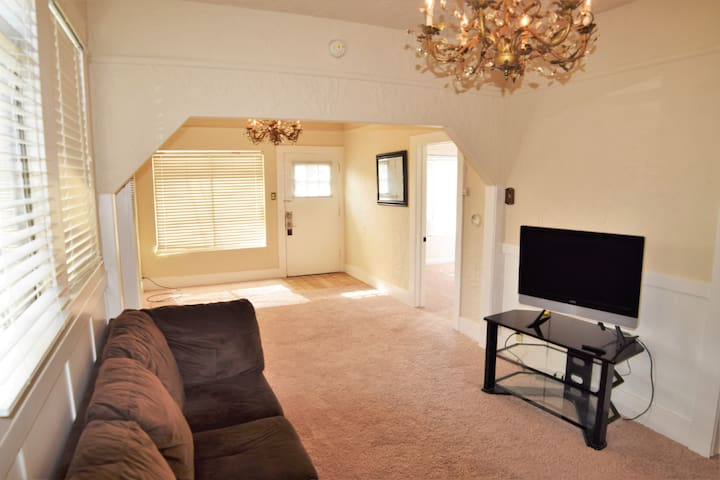 4 Bedroom Near Downtown Monterey & MIIS