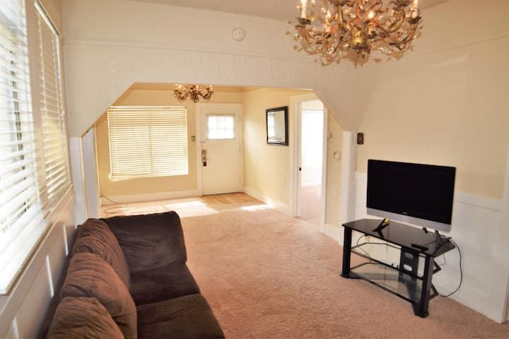 4 Bedroom Near Downtown Monterey & MIIS