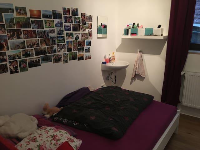 Zimmer in WG in bester Lage von Stuttgart-West! - Stuttgart - Appartement