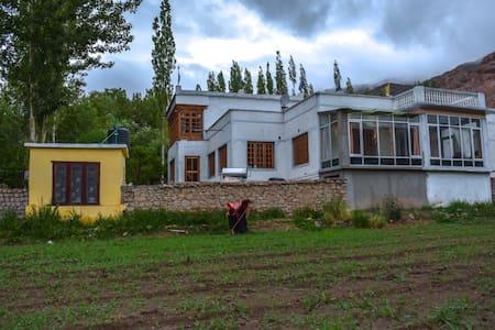 Hanugun-1 (Private Room - Himalayan Farmstays)