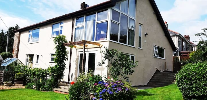 Snowdonia 4-bed family home w/views & gardens