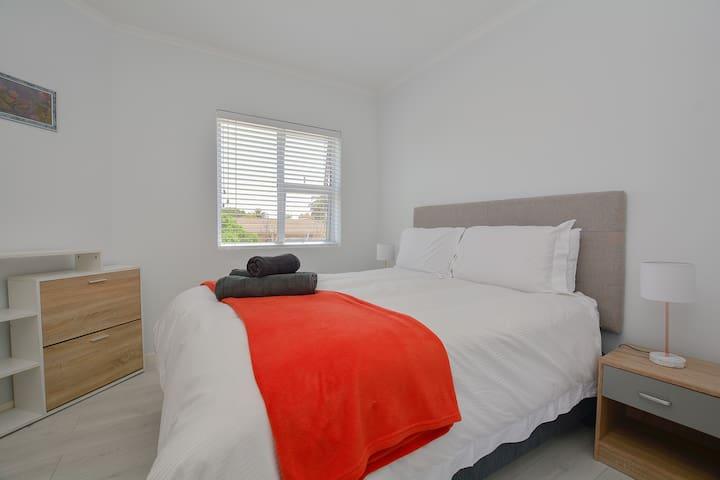 Modern 2 Bedroom Suite + Free Wifi + Balcony +View