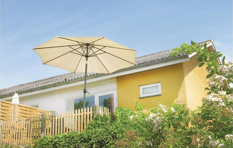Holiday apartment with 1 bedroom on 40m² in Aakirkeby