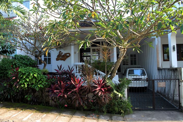 Nusa Dua Family Home-Peaceful, Cozy & Relaxing.