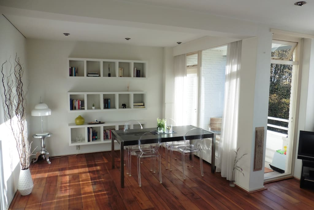 Sunny 30 m2 living and dining room
