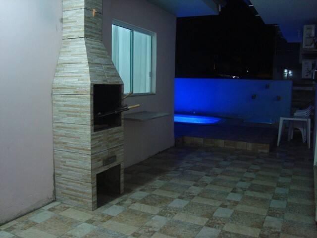 Casa temporada com piscina e ar condicionado