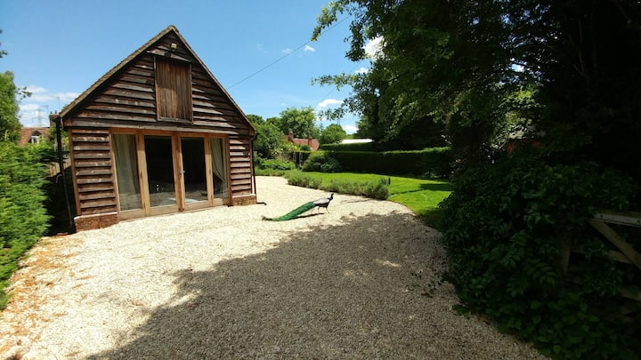 Modern & Bright Converted Barn with Lovely Garden