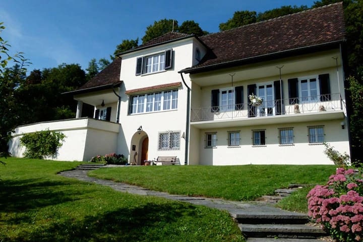 Charmantes Zimmer (Nr. 1)  in Villa - Neuhausen am Rheinfall - Haus