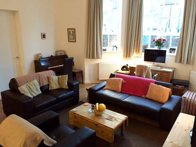 Spacious Room in Central Location - London - Ház