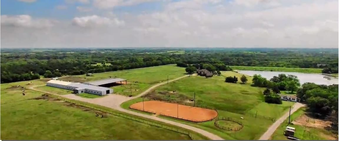 Lakeside Country Estate on 50 ac Equestrian Center