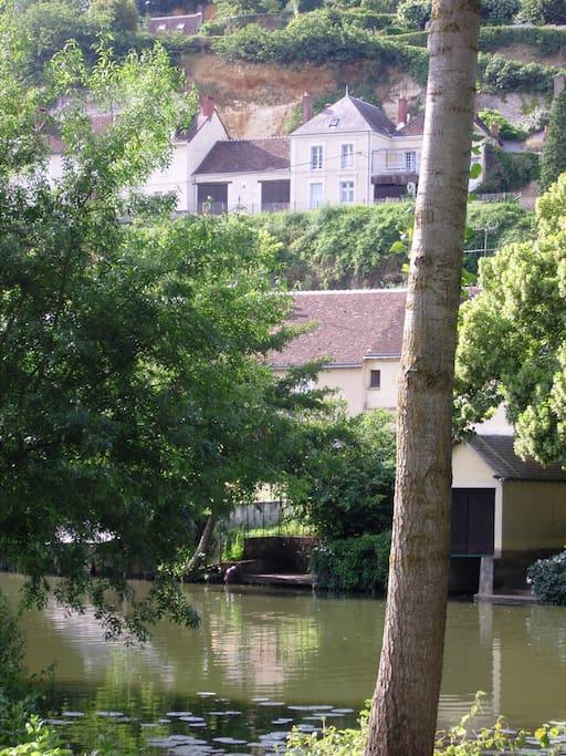 La maison vue de la Rivière