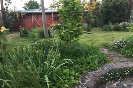 Tranquil self-contained cabin. - Kinglake