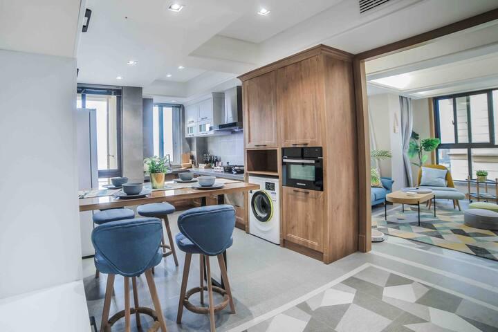 T&M私家公寓贰号森系小屋,精装北欧原木风,新增了浴缸,智能家居(不接待多人聚会和婚房)