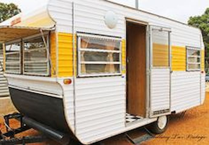Caravan by the lake - Chain Valley Bay - Asuntoauto