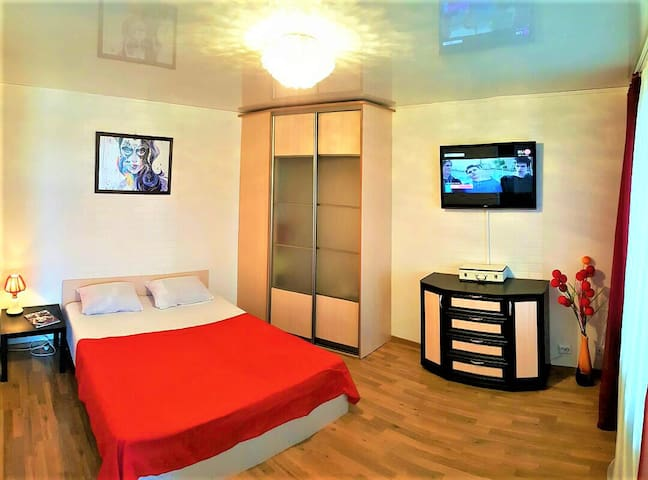 Спальная комната с кроватью 160*200
