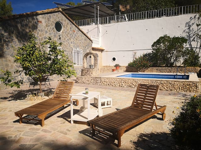 Countryhouse with pool & garden 8 min from Sitges