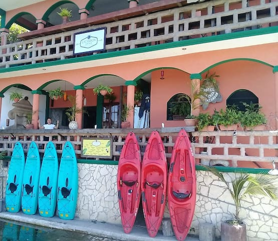 FLORES ISLAND WATERFRONT HOTEL ECONOMY PRIVATE/FAN