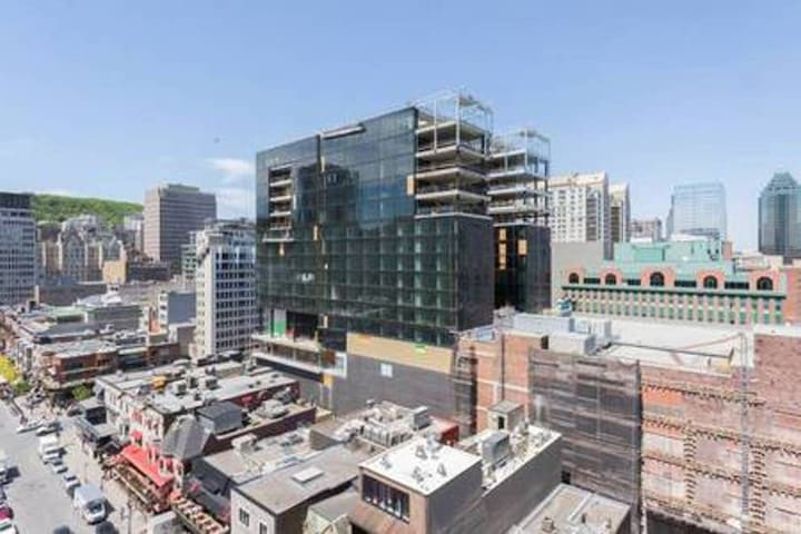Amazing Condo| Stunning view | Heart of downtown