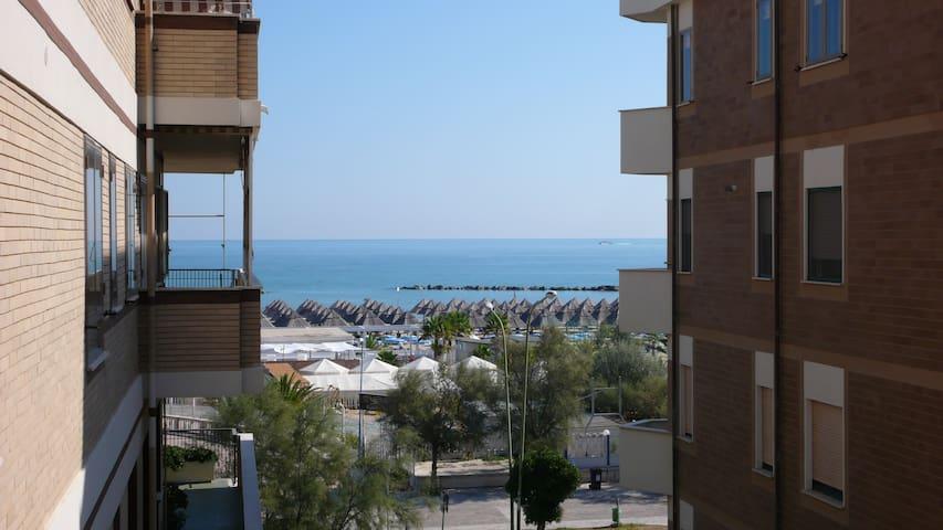 Grazioso appartamento sul mare,2 camere,5 letti. - Pescara - Byt