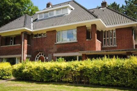 Spacious family house in a park! - Rijswijk - House
