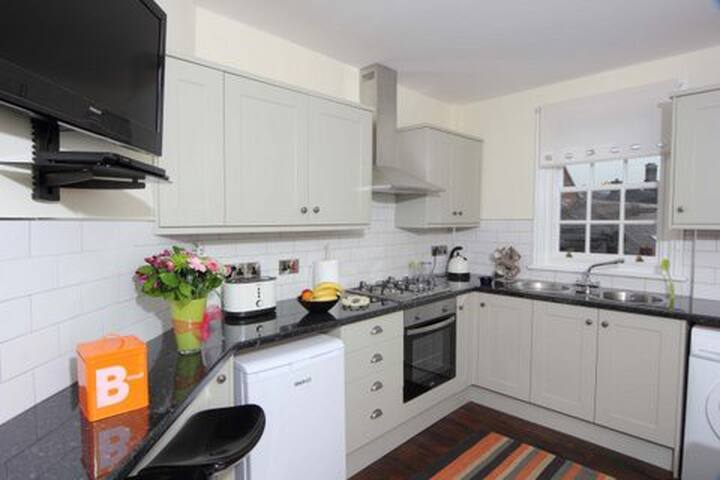 Brooke's-A Wenlock Studios town apartment