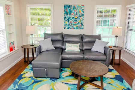 Professionally cleaned *ART♥ alcove* Close2dwntwn