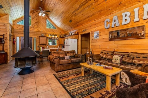 Fairway View Cabin Hot Tub  Fireplace Great Views WIFI Grill