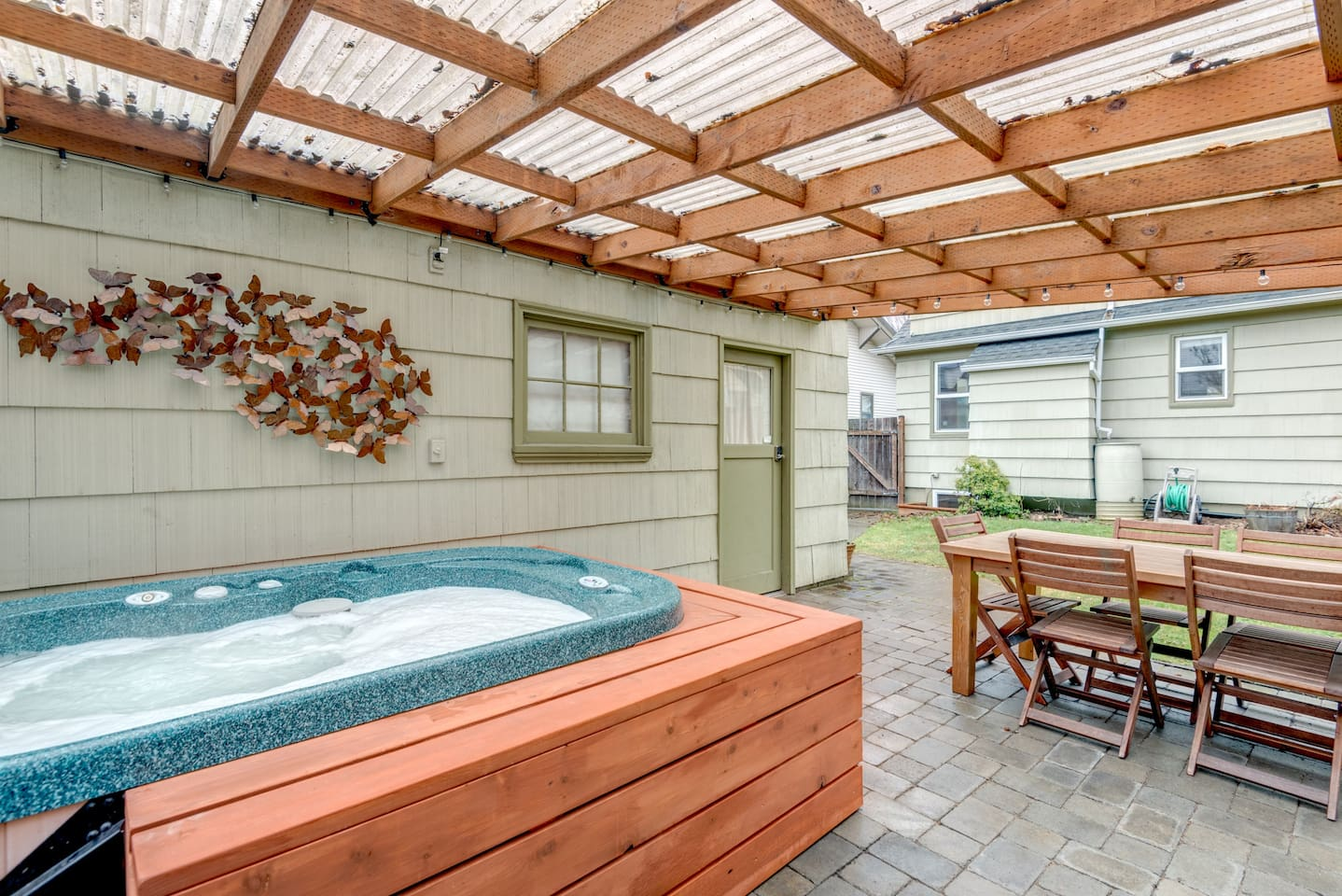 """""""Great location. Easy to get to everything I needed. Restaurants, stores, etc. The host made sure everything was taken care of. The hot tub was a great added bonus."""" Tim G. Dec. 2016 guest"""