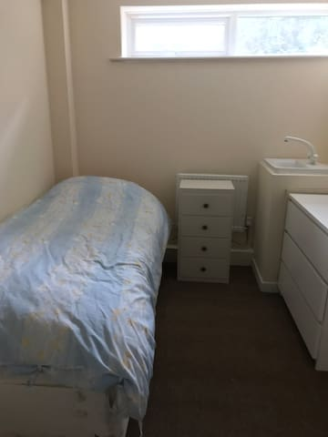 Cheap and Cheerful Rooms in Winchester City Centre