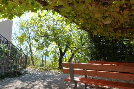 CASOTA in zona tranquilla, aperta sulla valle - トレント