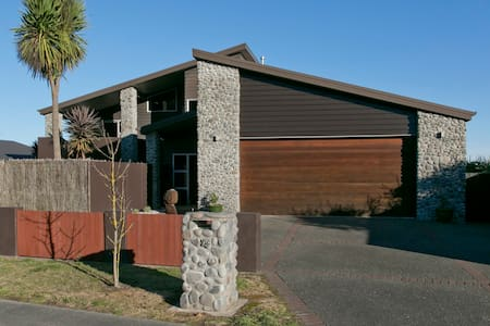 Riverstone Holiday Home