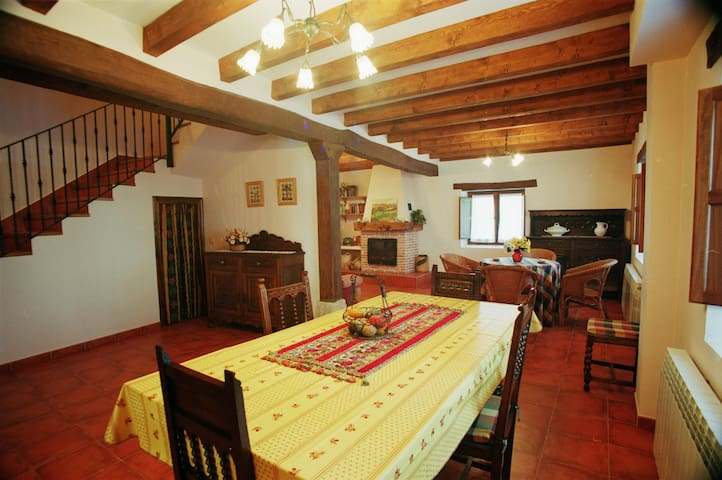 Casa Rural Los Parrales en las Merindades para 8 - Villacomparada de Rueda