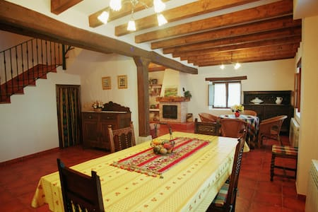 Casa Rural Los Parrales en las Merindades para 8 - Villacomparada de Rueda - Rumah