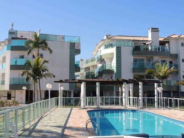 Apartamento 02 quartos, 200 metros da praia!